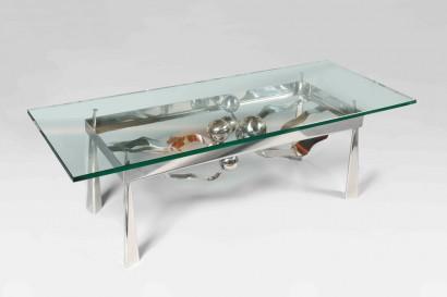 René BROISSAND  (Né en 1928)     Exceptionnelle table basse Sculpture en acier chromé  Sphères suspendues au bout de larges tiges ondulées  Plateau rectangulaire (épaisseur 1,9cm)  Pièce unique  signée sous la structure     Dimension totale : H. 48 x L.150 x P.60 cm (H. 18.9 x W. 59.1 x D. 23.6 in.)  Base : H. 46 x L. 110 x P. 45 cm (H. 18.1 x W. 43.3 x D. 17.7 in.)