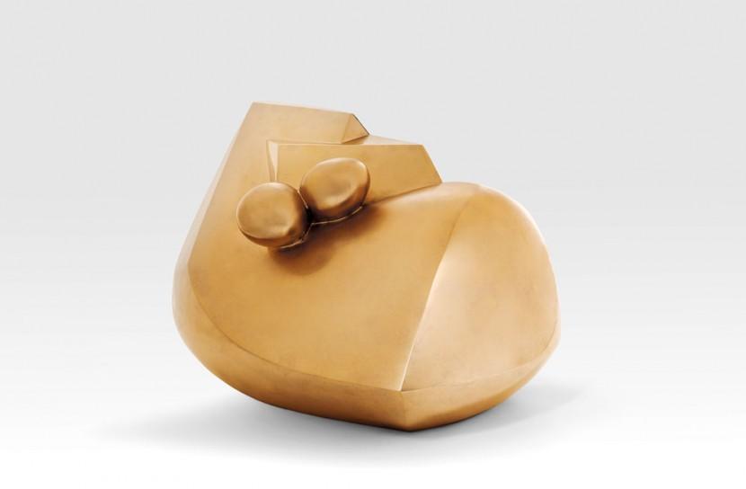 """""""la dormeuse"""" d'Emile Gilioli (1911-1977)  1946-1962  Bronze poli doré  Signé et numéroté 4/6  Cachet de la fonderie TEP, Grèce  39 x 60 x 38 cm"""