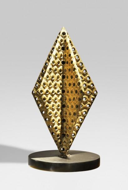 Antonino VIRDUZZO (1926 New York – 1982 Rome)     Circa 1965  Bronze à patine brun doré     H. 45 cm  Diamètre de la base en marbre noir de Belgique 24 cm