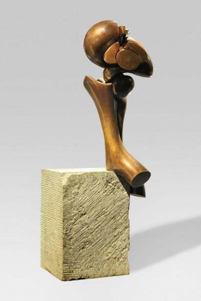 Olivier STREBELLE (Uccle, Belgique 1927)     «Sur un Grand Pied VI»  1978     Bronze  Numéroté 1/9  H. 49,5 cm     Bibliographie :  - «Journal d'un sculpteur Olivier Strebelle», Crédit Communal