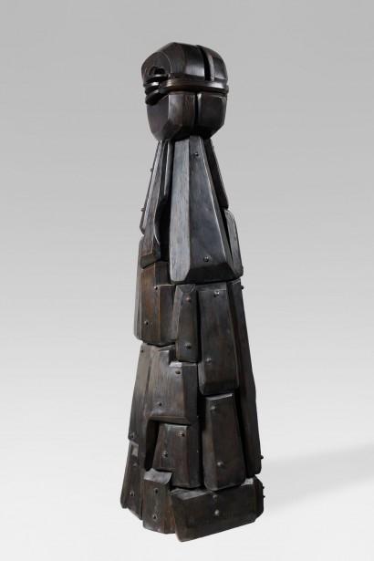 """""""Ménine au repos"""" de Subirà-Puig (Né à Barcelone en 1925)  1993  Sculpture en bronze  Numérotée 2/8  130 x 34 x 40 cm  Certificat d'authenticité de l'artiste  Bibliographie: - Catalogue d'exposition du Musée d'Art et d'Histoire de Meudon, «Subira Puig, itinéraire d'un sculpteur», juillet 1997 (reproduit p. 45)"""