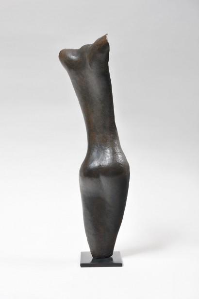 """""""Petit dos de femme"""" de Sergio Storel (italie, né en 1926)  1984  Bronze E.A 3/4  43 x 13.5 x 8.5 cm  Bibliographie : - Catalogue raisonné : """"Sergio Storel - Métal et sculptures"""", Skira, 2009 - Volume 2, p. 218 (n°139)"""
