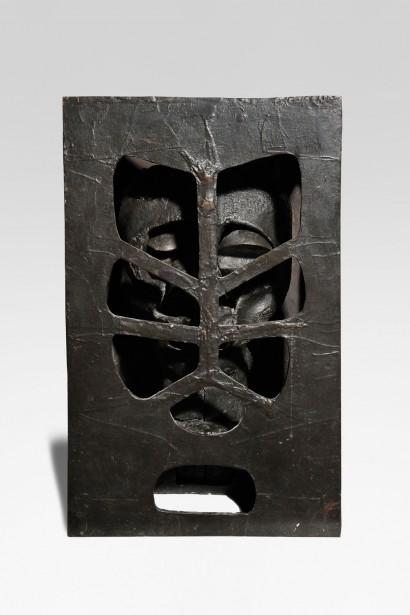 """""""Criblée"""" de IPOUSTEGUY (1920 - 2006) 1966 Fonte de fer 54 x 44 x 30,5 cm"""