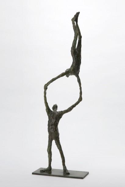 """""""Acrobates"""" de Roseline Granet  Bronze  50 x 11.5 x 7 cm  Bibliographie :  - """"Roseline Granet sculptures """", éditions Le passage, Octobre 2007"""