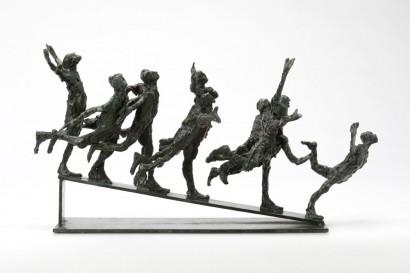 """""""Course en descente"""" de Roseline Granet  2012  Bronze  23 x 33 x 10cm  Bibliographie :  - """"Roseline Granet sculptures """", éditions Le passage, Octobre 2007"""
