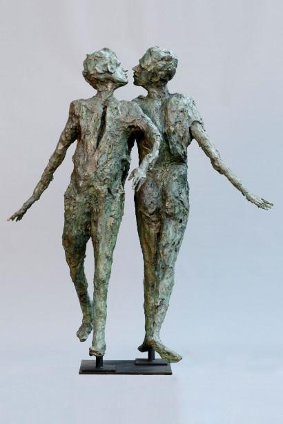 """""""La grande Rencontre"""" de Roseline Granet  2008  Résine  200 x 170 x 118 cm"""