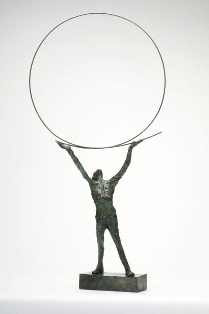 """""""Le cercle"""" de Roseline Granet  2013  Bronze  72 x 36 x 10 cm"""