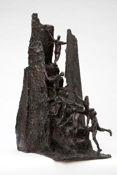 """""""Vers le haut"""" de Roseline Granet  2012  Bronze  46 x 24 x 32 cm"""