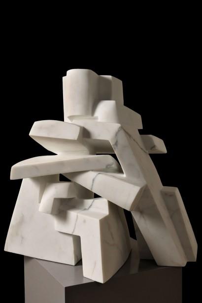"""""""Guizeh IV"""" de Parvine Curie  2013  Marbre de Carrare  64 x 42 x 66 cm"""