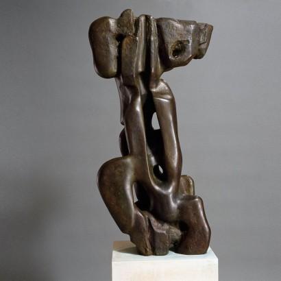"""""""Elevation"""" de Jacques Zwobada  1955  Bronze  147 x 74 x 30 cm  Bibliographie : - « Zwobada », Pierre Cabanne, Les éditions de l'amateur, 1992, oeuvre reproduite p. 160-161"""