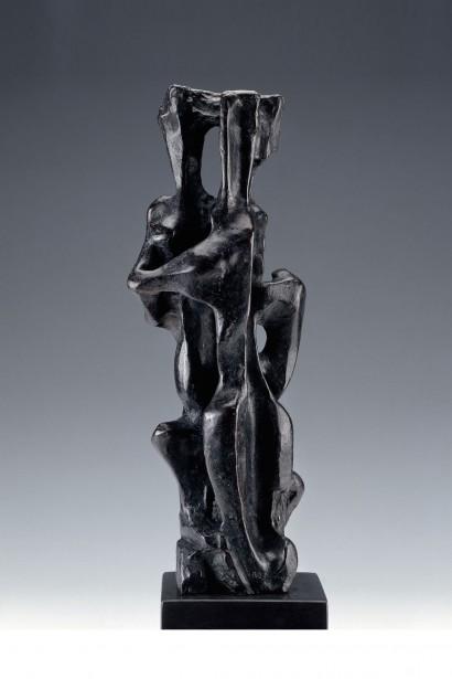 """""""Le couple"""" de Jacques Zwobada  1956  Bronze  1.9 x 0.66 x 0.55 m  Bibliographie : - « Zwobada », Pierre Cabanne, Les éditions de l'amateur, 1992, oeuvre reproduite p. 179"""