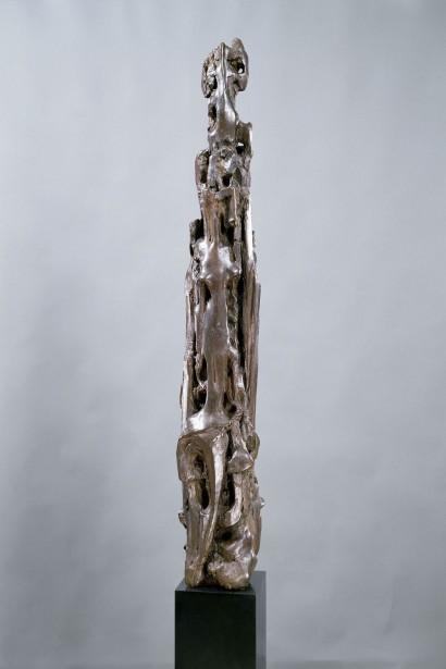 """""""Verticale"""" de Jacques Zwobada  1956  Bronze  75 x 20 x 14 cm  Bibliographie : - « Zwobada », Pierre Cabanne, Les éditions de l'amateur, 1992, oeuvre reproduite p. 191"""