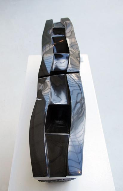 Thomas-dHoste-«-Ames-errantes-»-marbre-noir-de-Belgique-2006-235-x-91-x-18-cm-73kg-en-deux-parties.png
